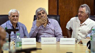 Con Barrionuevo, Caló y Moyano, la CGT calmó la interna y definió ir al paro