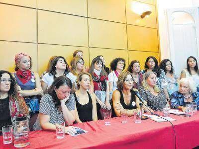 """""""Un descontrol policial para cazar mujeres"""""""
