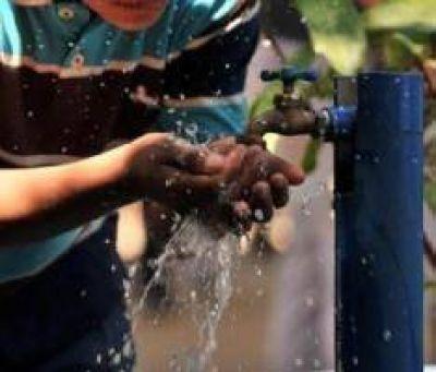 Aunque se normalizó el servicio de agua potable, la gente de Caucete aún desconfía