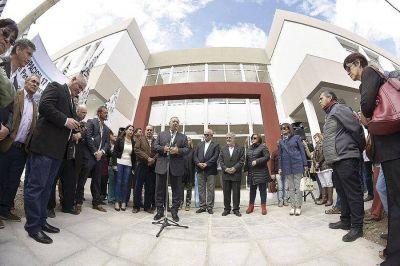 """Das Neves, duro con empleados legislativos: """"tienen vergüenza de mostrar cuánto cobran"""""""
