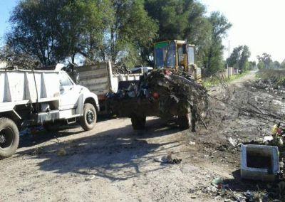 El EMSUR limpió microbasurales en las cercanías del Club Urquiza