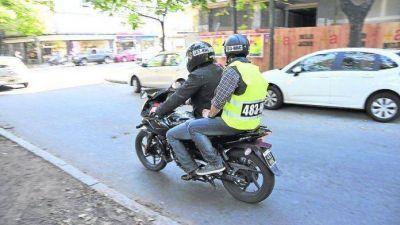 """""""Es inaplicable prohibir que dos personas anden en una moto por el centro"""""""
