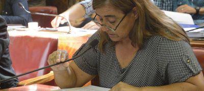 """Claudia Rodríguez: """"Arroyo tiene que dar explicaciones sobre su muy mala gestión educativa"""""""