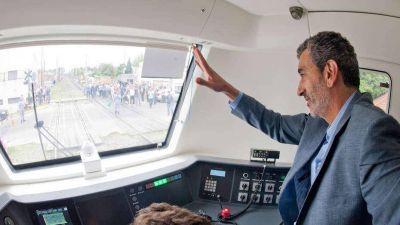 Investigan si Randazzo pagó sobreprecios en la compra de trenes