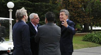 Macri amenaza a echar al hombre de Lingeri que maneja las obras sociales si avanza el paro