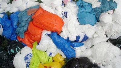 Proponen reciclar bolsas de basura para agregarlas a la nafta