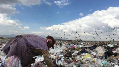 Coca-Cola recicla basura recolectada por niños mexicanos