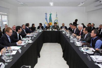 Casi todos los ministros de Vidal viven a tres horas de La Plata