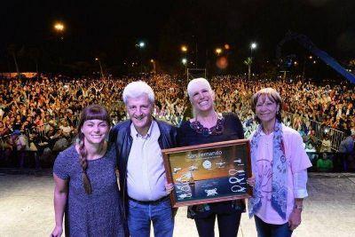Valeria Lynch celebró ante miles de vecinos el Día de la Mujer en San Fernando
