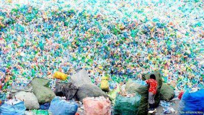 Argentina: tiran 12 millones de botellas de plástico por día