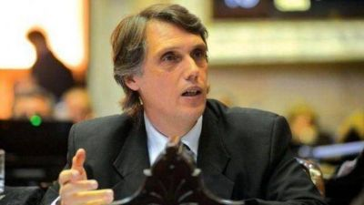 Kosiner reclama discutir los conflictos de interés con empresas de funcionarios