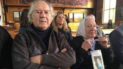 Familiares de soldados caídos en Malvinas criticaron el viaje de Pérez Esquivel y Nora Cortiñas