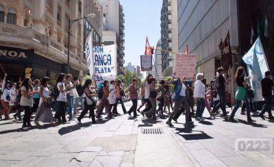 Docentes volvieron a marchar por el centro de Mar del Plata