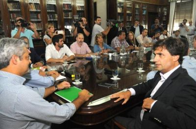 Conflicto docente caliente: el paro sigue, algunos gremios aflojan y Vidal toma la palabra