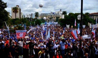 Los gremios bonaerenses se movilizan juntos contra Vidal