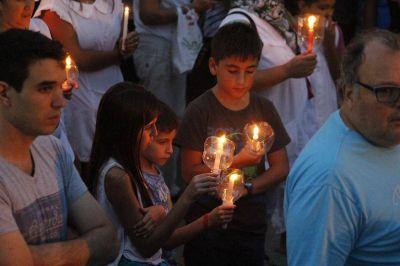 Docentes marcharon con antorchas por las calles céntricas de Junín