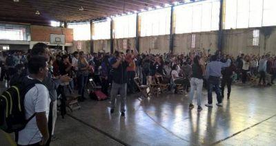 Con una escandalosa asamblea, el gremio docente jujeño aprobó su acuerdo salarial