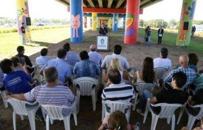Capitanich inauguró la intervención artística en el viaducto de la ruta 16