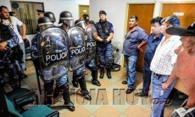Graves incidentes entre productores yerbateros y la Policía en la sede del INYM