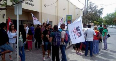 Docentes denuncian que policías entraron en las escuelas para intimidar maestros y pedir listas