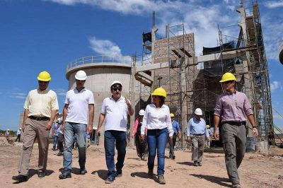 La Ministra del Agua y autoridades nacionales recorrieron la planta de tratamiento cloacales