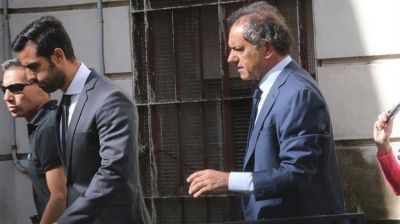 Scioli declaró y se desligó de la causa de corrupción