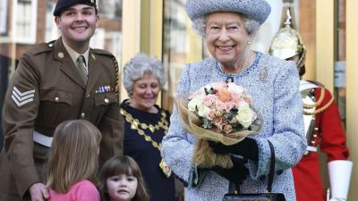 La reina Isabel autoriza el Brexit y Londres avisa que no habrá referéndum en Escocia