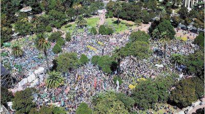Docentes le contestaron a Vidal con una marcha y hoy siguen las protestas