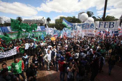 Fuerte marcha docente: faltan otra vez a la conciliación y el paro sigue a medias