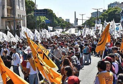 Gremios y piqueteros le reclaman al Gobierno por promesas incumplidas