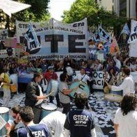 Con las paritarias estancadas, clase pública de los docentes porteños frente al Cabildo