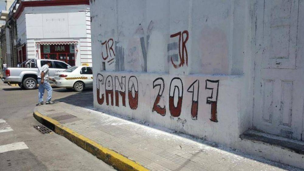 """Aparecieron pintadas con la leyenda """"Cano 2017"""" en varias paredes de la ciudad"""