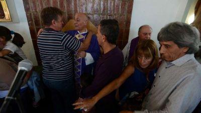 La última misa del sacerdote que perdió la batalla con los narcos en San Martín