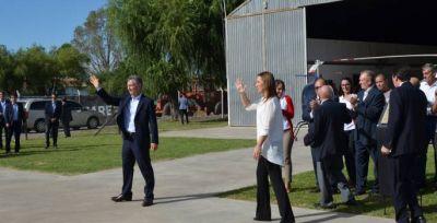Momento histórico: El Presidente y la Gobernadora en Industrias Cicaré Saladillo