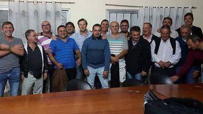 Bahl articula con las bases en Paraná