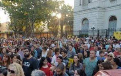 Zárate: Protesta de vecinos frente a la Municipalidad por la inseguridad