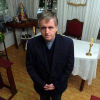 Cuáles son las dos causas que también acorralan al padre Grassi
