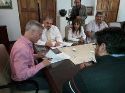Municipales acordaron aumento del 21% en Carlos Paz