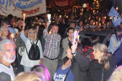 Con una marcha de antorchas gremios docentes pidieron mejoras salariales