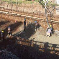 Arman el cuenco donde se drenará el agua en la Estación de Bombeo