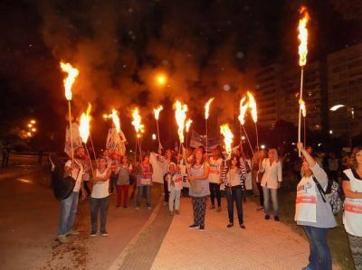 Docentes, gremios y organizaciones marcharon en la Plaza San Martín