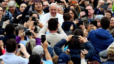 """El Papa: """"Los fuertes ayudan a los débiles, no hay serie A y serie B"""""""