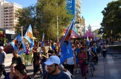 En apoyo a la Marcha Federal, los docentes neuquinos se movilizaron