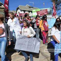 Estatales realizaron un abrazo simbólico al Hospital Zonal