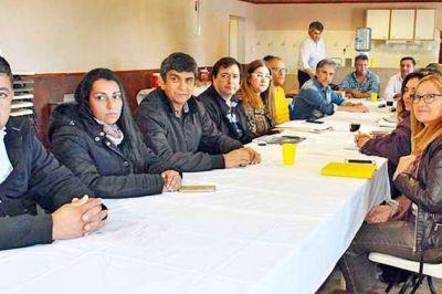 La Paritaria Docente en Santa Cruz comenzó con una oferta de incremento salarial y mejoras laborales