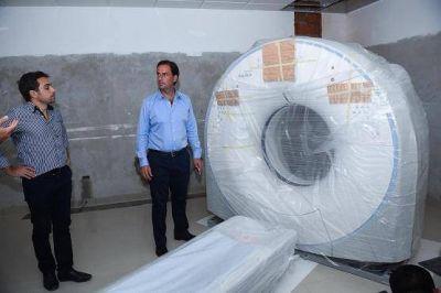 Ariel Sujarchuk recibió el tomógrafo para la futura UDP de Garín