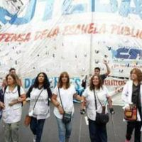 """Multitudinaria marcha docente: """"Este Gobierno está dispuesto a no leer la realidad"""""""