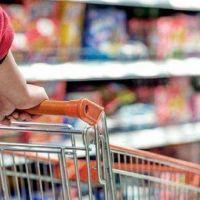 Las ventas en súper y shopping siguieron cayendo en el inicio del año