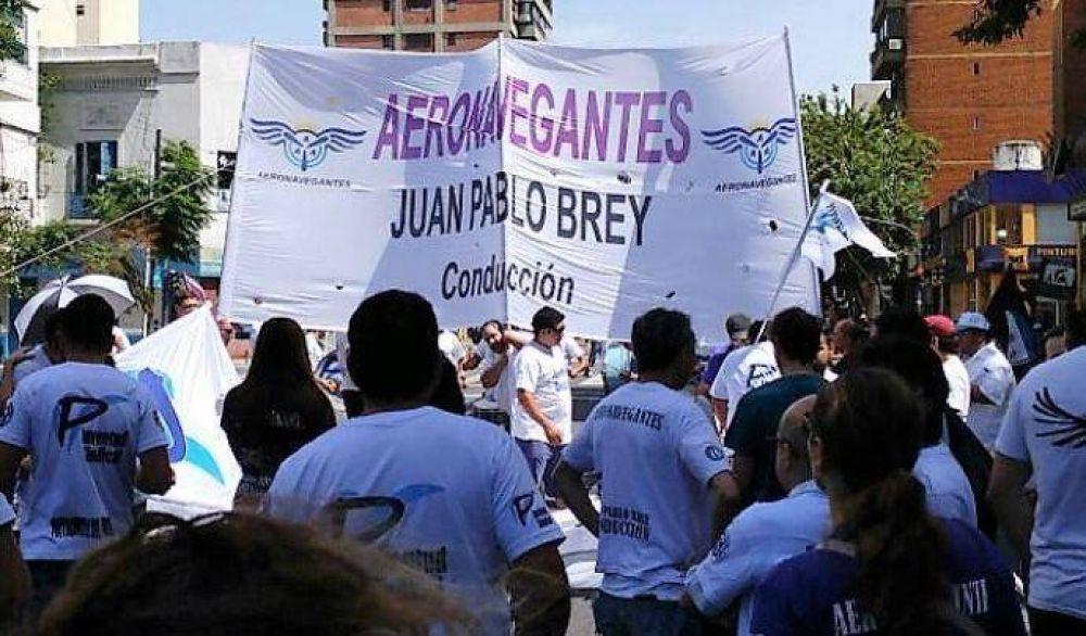 """Aeronavegantes, en alerta: """"Abrieron los cielos y no hay control"""""""