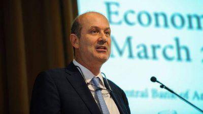 El Banco Central volvió a comprar USD 300 millones para evitar el derrumbe del dólar
